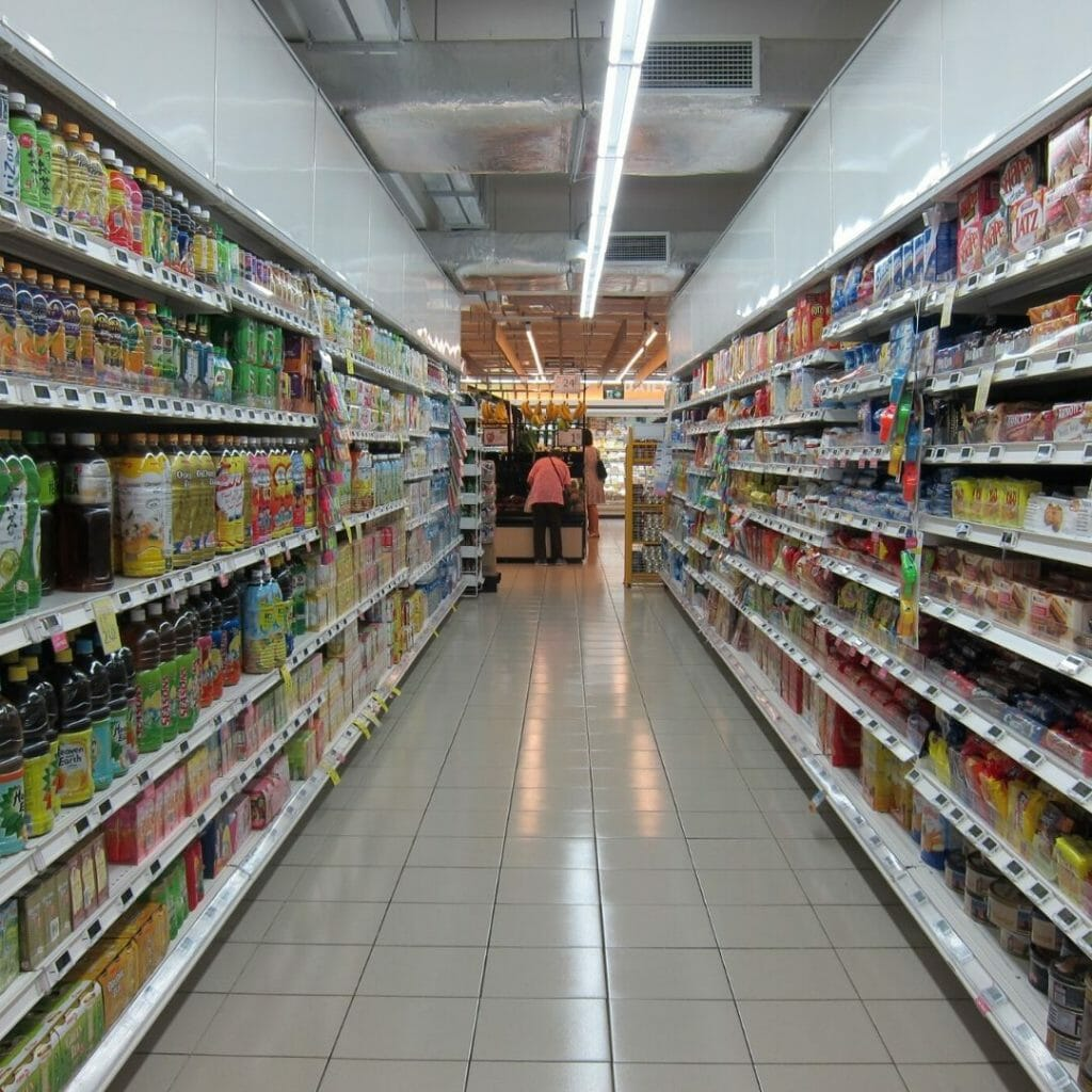 shopping isle - grocery store - money-saving tips
